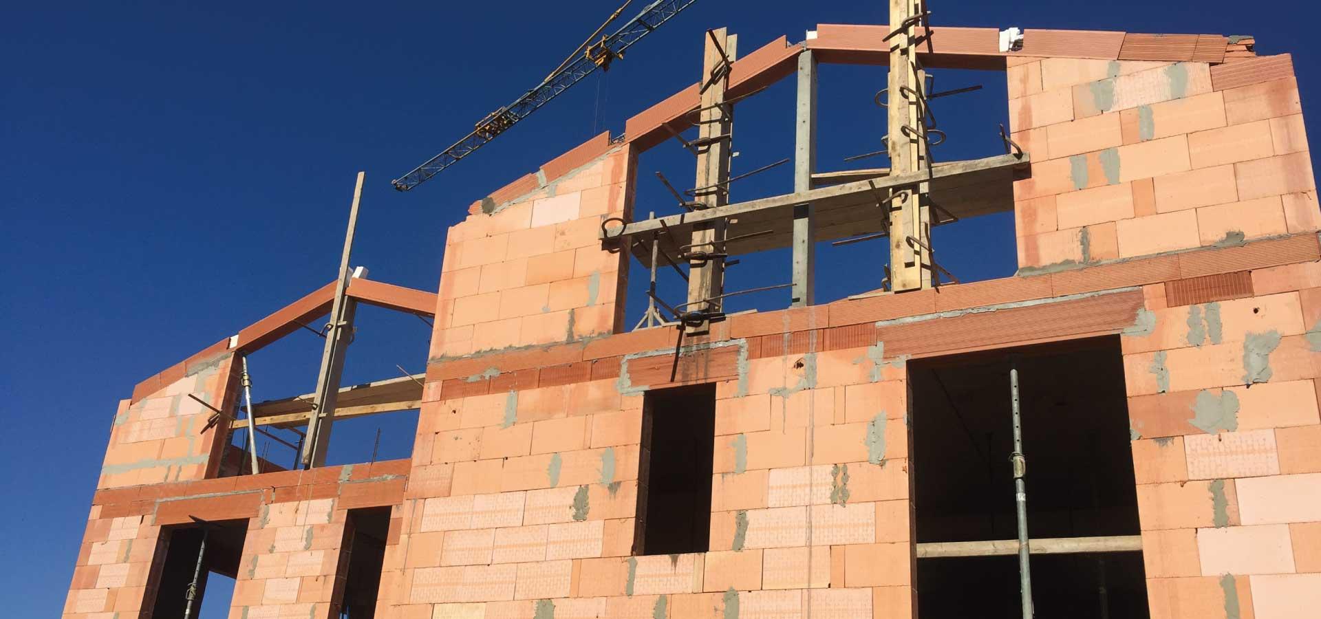 bakea-grue-transportable-rapide-construction-brique