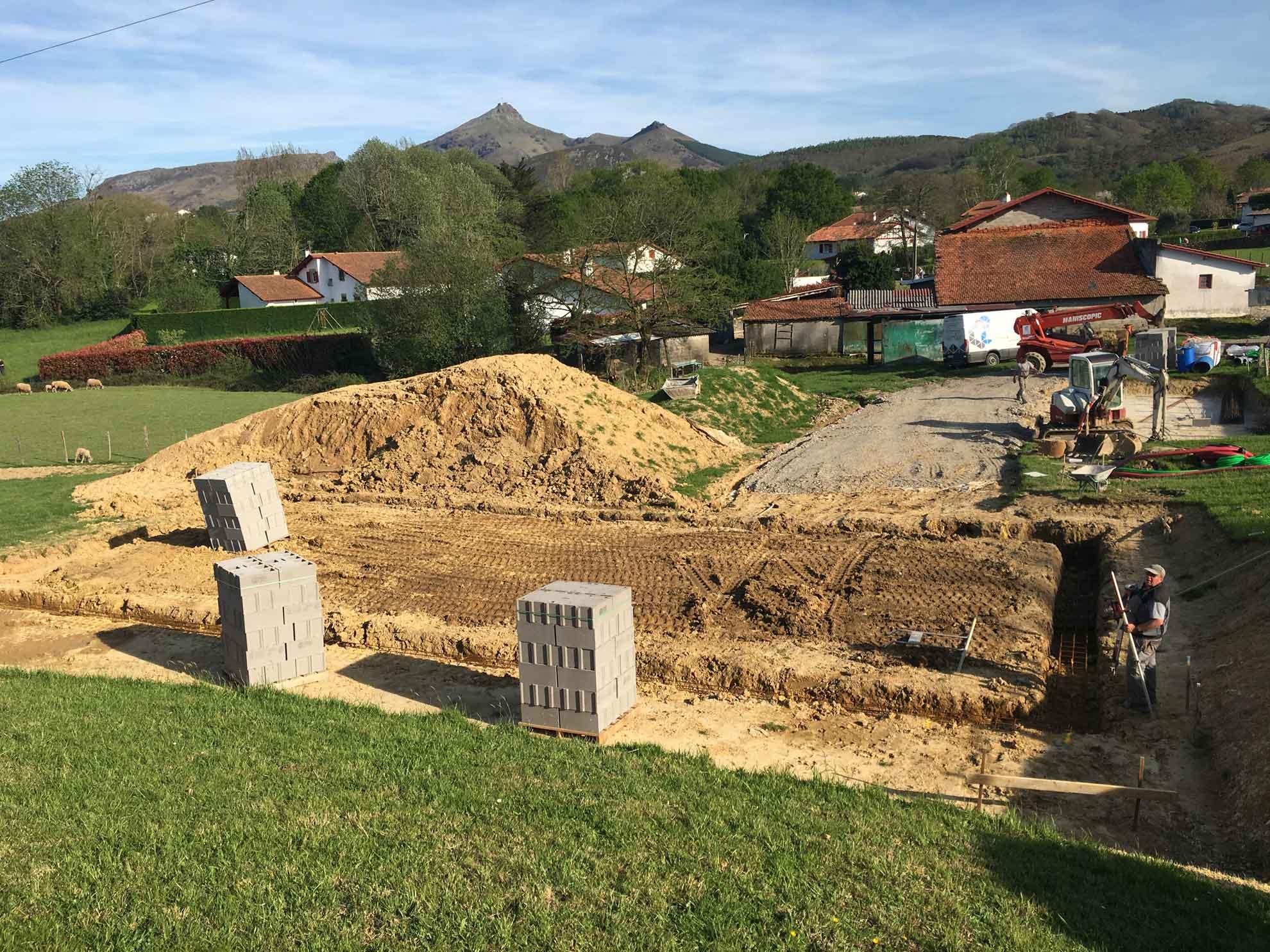 construction-maison-fondations-dallage-individuelle-urrugne-zubieta-macon-brique